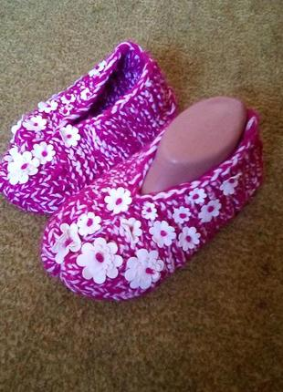 Женские тапочки,следы,носки