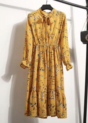Платье в цветочный принт с длинным рукавом