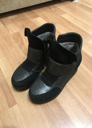 Зимние ботинки на танкетке ботинки сникерсы ботинки кожаные зима размер 35-36