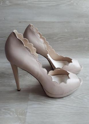 Открытые светлые туфли / 1+1=3