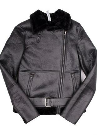 Стильная черная короткая куртка дубленка косуха с ремнем