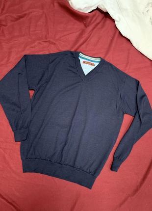 Чоловічий светр синього кольору
