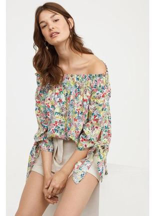 Блузка с ярким цветочным принтом и открытыми плечами h&m 🌸