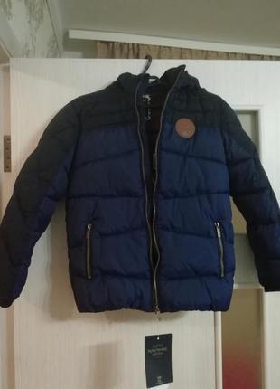 Продам нову куртку р. 140 для хлопчика mayoral