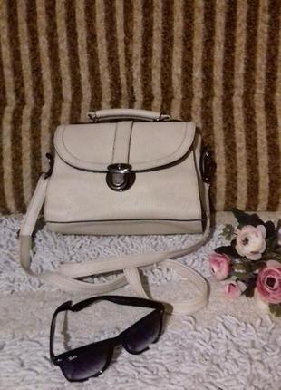 Милая белая сумочка