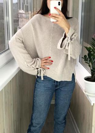 Красивый объемный свитер со свободными рукавами