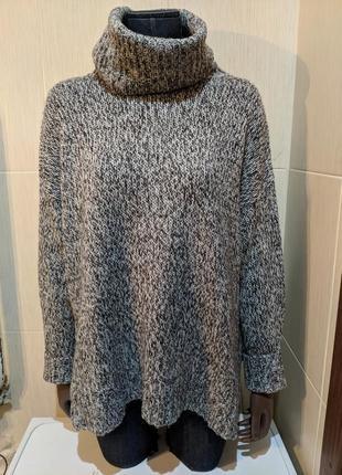 Вязаный свитер с большим горлом