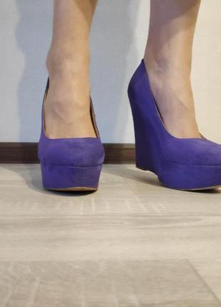 Стильные фиолетовые туфли на платформе