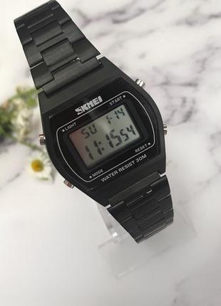 Часы наручные чёрные ретро электронные