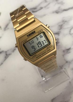 Часы наручные золотые электронные ретро