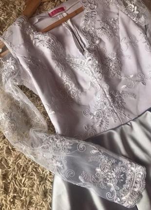 Атлассное, вечернее платье из французкого кружева