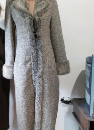 Шикарное пальто  xandres/сверяйте по замерам
