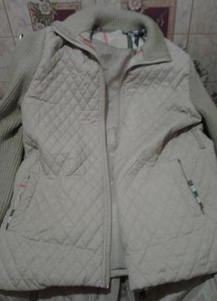 Стёганая курточка с трикотажным рукавом