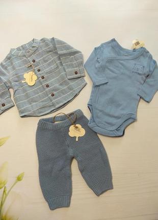 Комплект лляна рубашка, в'язані штанці та бодік.