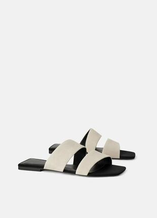 Замшевые сандалии на плоской подошве