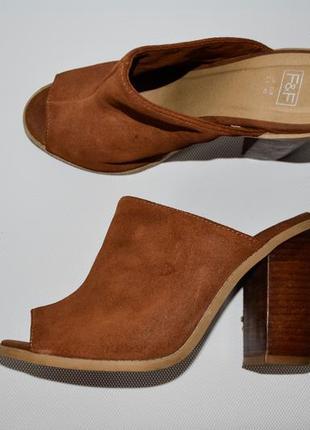 Кожаные босоножки на толстом каблуке