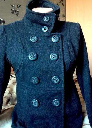 Демисезонное короткое пальто