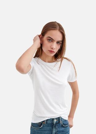 Біла преміум футболка для жінок