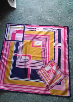 Красивый платок в геометрический принт