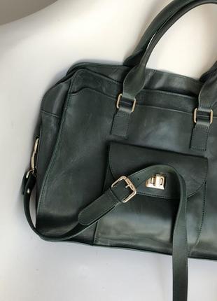 Очень крутая вместительная кожаная сумка изумрудного цвета