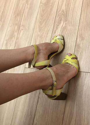 Желтые босоножки kenzo