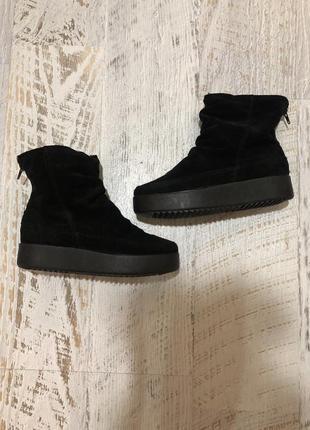 Новые натуральные фирменные ботинки на меху 36р.