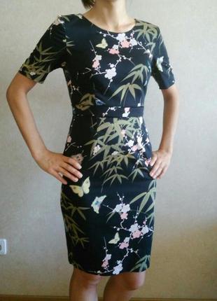 Платье футляр с красивым принтом