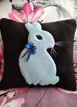 Декоративная подушка кролик