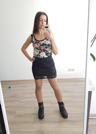 Красивая черная гипюровая юбка с золотистым отблеском