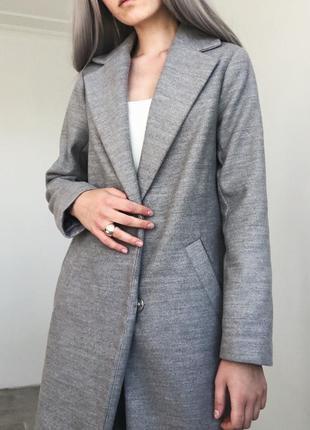 Невероятное серое базовое пальто идеального фасона от new look