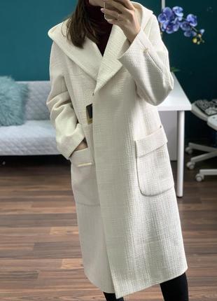 Стильное длинное молочное демисезонное меланж пальто s