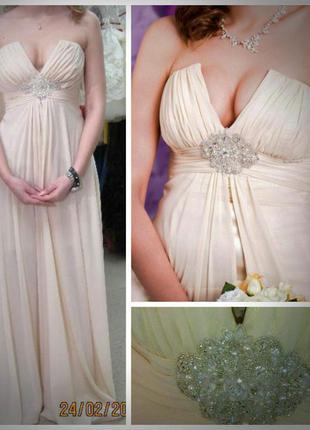 Платье на свадьбу, выпускной или другое торжество.