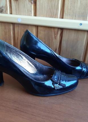 Лаковые туфли стразы кожа натуральная кожаные 39 стразы каблук