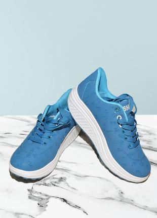 Голубые кросовки на танкетке no brand