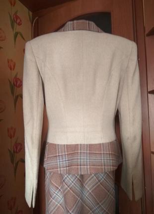 Оригинальнейший осенне- зимний костюм от украинского дизайнера3 фото