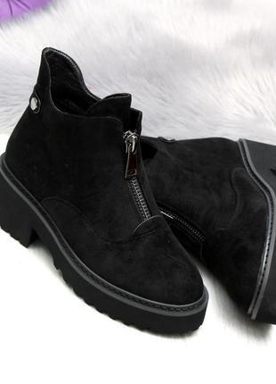 Черные замшевые зимние ботинки на низком ходу1 фото