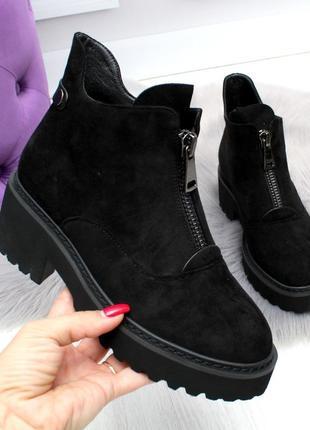 Черные замшевые зимние ботинки на низком ходу2 фото
