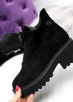 Черные замшевые зимние ботинки на низком ходу4 фото
