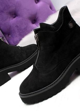 Черные замшевые зимние ботинки на низком ходу3 фото