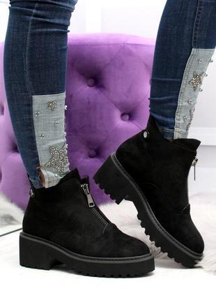 Черные замшевые зимние ботинки на низком ходу5 фото