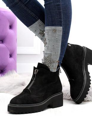 Черные замшевые зимние ботинки на низком ходу6 фото