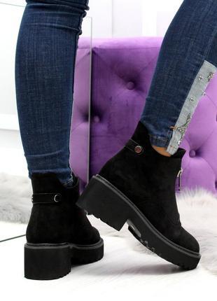 Черные замшевые зимние ботинки на низком ходу9 фото
