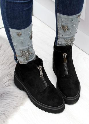 Черные замшевые зимние ботинки на низком ходу8 фото