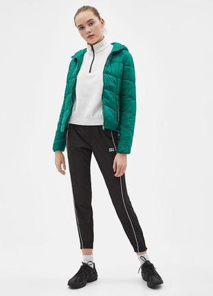 Новая теплая зеленая куртка bershka размер l3 фото