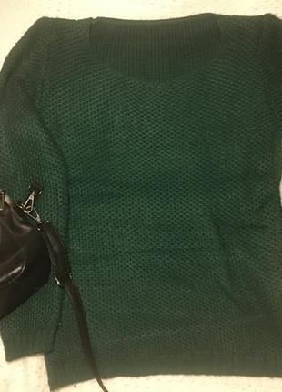 Свитер темно зелёного цвета