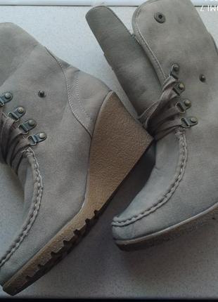 Сапоги, ботинки зимние на танкетке1 фото