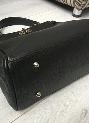 Очень деликатная и вместительная кожаная сумка италия3 фото