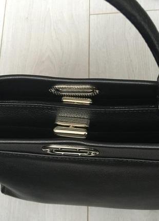 Очень деликатная и вместительная кожаная сумка италия4 фото
