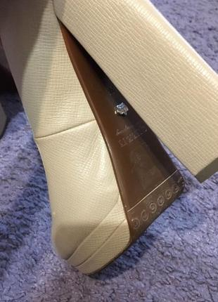 Бежевые туфли queen4 фото