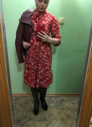 Красное осеннее миди платье в цветы червона сукня міді плаття осіннє в квіти8 фото